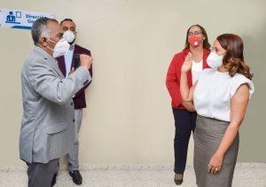 Juramentan a nueva directora del Hospital Juan Pablo Pina