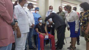 AUTORIDADES DAN INICIO A JORNADA DE VACUNACION EN HOSPITAL JUAN PABLO PINA