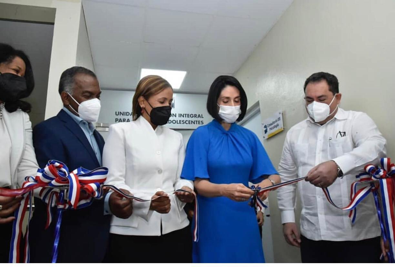 Primera Dama y SNS dejan inaugurada Unidad Atención Integral de Adolescentes Hospital Juan Pablo Pina